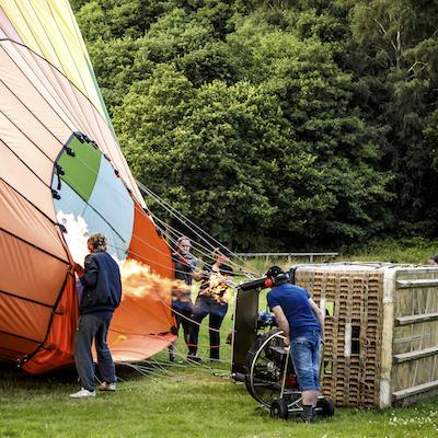 At opleve luftballonen fyldes med varmluft er også spændende
